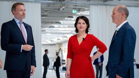 Von links: FDP-Parteichef Christian Lindner, Grünen-Co-Vorsitzende Annalena Baerbock und SPD-Kanzlerkandidat Olaf Scholz