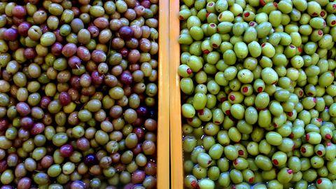 Oliven sind ein leckerer Snack –doch künstlich gefärbte können ungesund sein