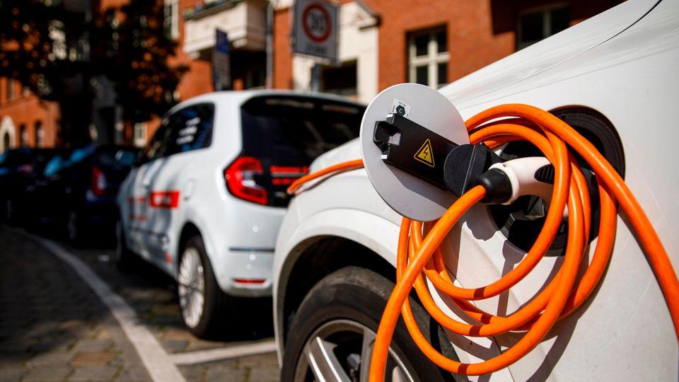 Die Zahl der E-Autos auf deutschen Straßen steigt rasant an (Symbolfoto)