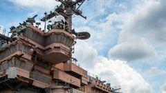 Die Navy hatte große Schwierigkeiten den Träger schwimmfähig zu halten, es gab Auseinandersetzungen wegen der Gefahren für die Gewässer.
