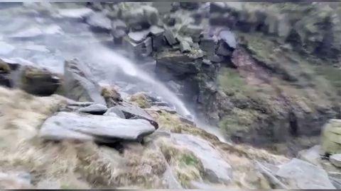 Heftige Sturmböen: Dieser Wasserfall fließt von unten nach oben