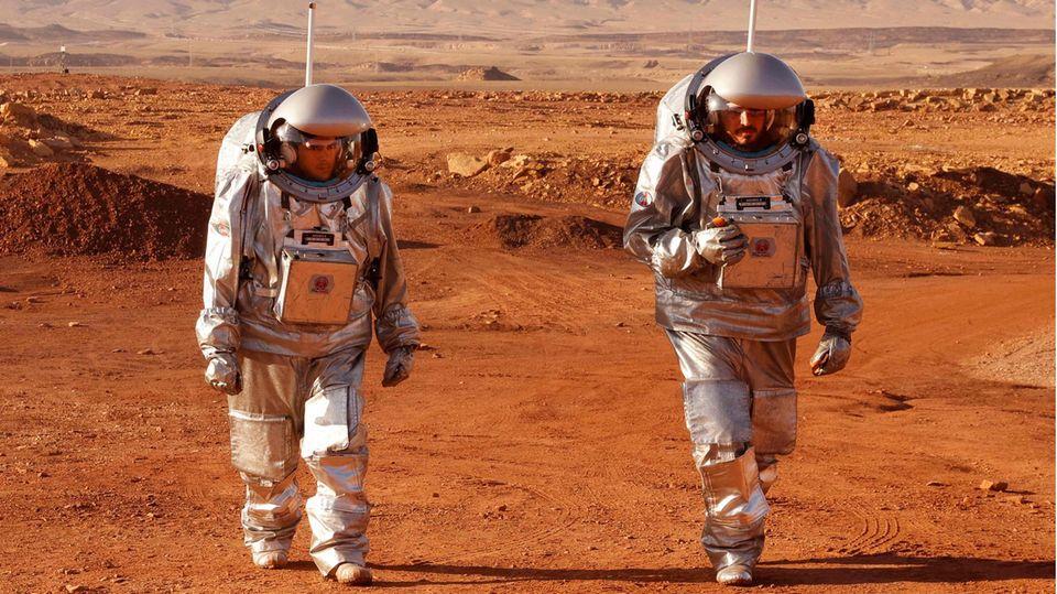 """Astronauten simulieren das Leben auf dem """"Roten Planeten"""" in israelischer Wüste."""