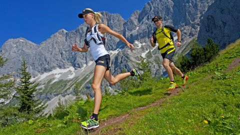 Beim Trailrunning geht es meist über unebene Strecken. Vor allem bergab ist das eine Herausforderung für die Gelenke.
