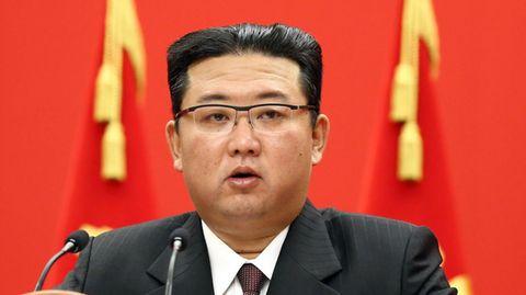 Nordkoreas Machthaber Kim Jong Un spricht bei einer Veranstaltung zur Feier des 76-jährigen Bestehens der Arbeiterpartei des Landes.