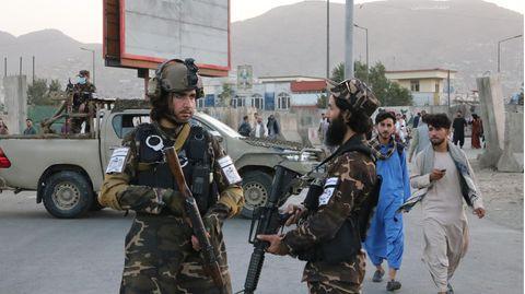 Nach einer Explosion in der Eidgah-Moschee in Kabul werden Sicherheitsmaßnahmen ergriffen