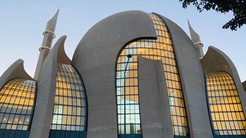 Die Ankündigung des Modellprojektes eines Muezzin-Rufs in Köln hat bundesweit zu einer kontroversen Diskussion geführt
