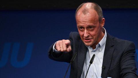 Friedrich Merz kämpferisch am Rednerpult auf dem JU-Jahrestreffen