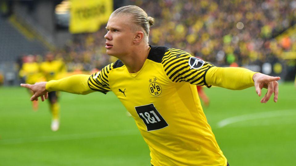 Erling Haaland bejubelt sein Elfmetertor gegen Mainz