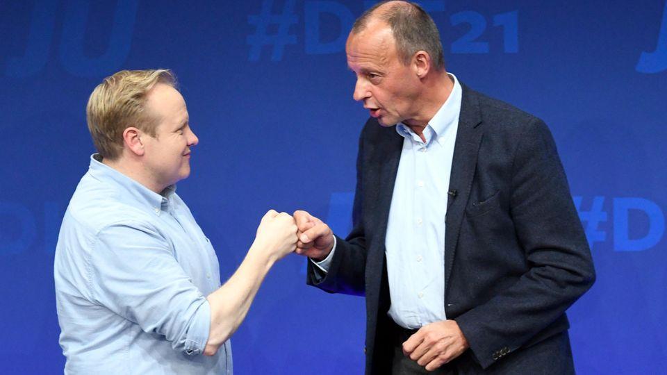 JU-Vorsitzender Tilman Kuban (links) und Friedrich Merz, nach dessen Rede am Freitag auf dem Deutschlandtag der Jungen Union