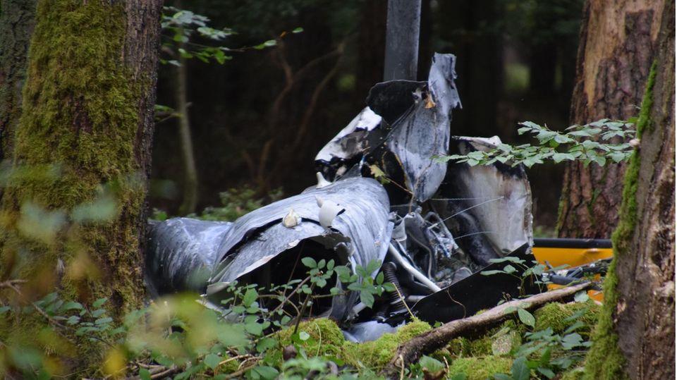 Bei einem Hubschrauberabsturz sind drei Menschen im Norden Baden-Württembergs ums Leben gekommen