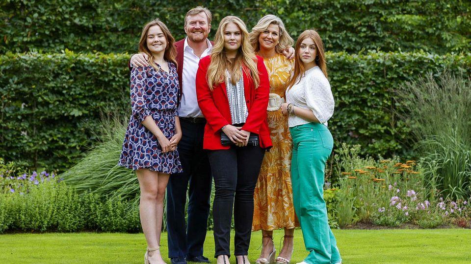 Die niederländische Königsfamilie mit König Willem-Alexander, Königin Maxima (2. von rechts) und den Töchtern Amalia, Alexia und Ariane (von links)