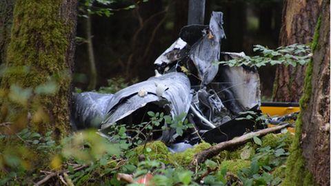 Trümmerteile eines Hubschraubers