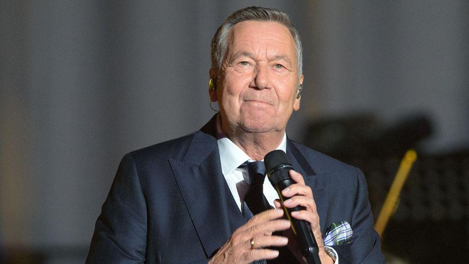 Roland Kaiser singt 2020 in der Metropolis-Halle beim Festakt zum 30. Jahrestag der Deutschen Einheit
