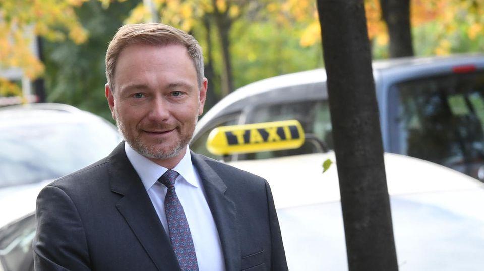 FDP-Chef Christian Lindner auf dem Weg zu einer gemeinsamen Sitzung des FDP-Bundesvorstands
