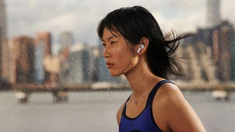 """Apple-Event """"Unleashed"""": Die nun dritte Generation der Airpods erinnert optisch stark an die vor zwei Jahren vorgestellten Airpods Pro"""