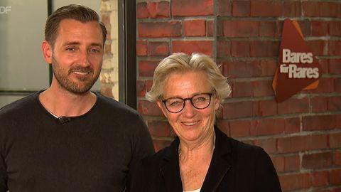 Ulrike Wittmer und Sebastian Jäger stehen im Studio von Bares für Rares in Pulheim