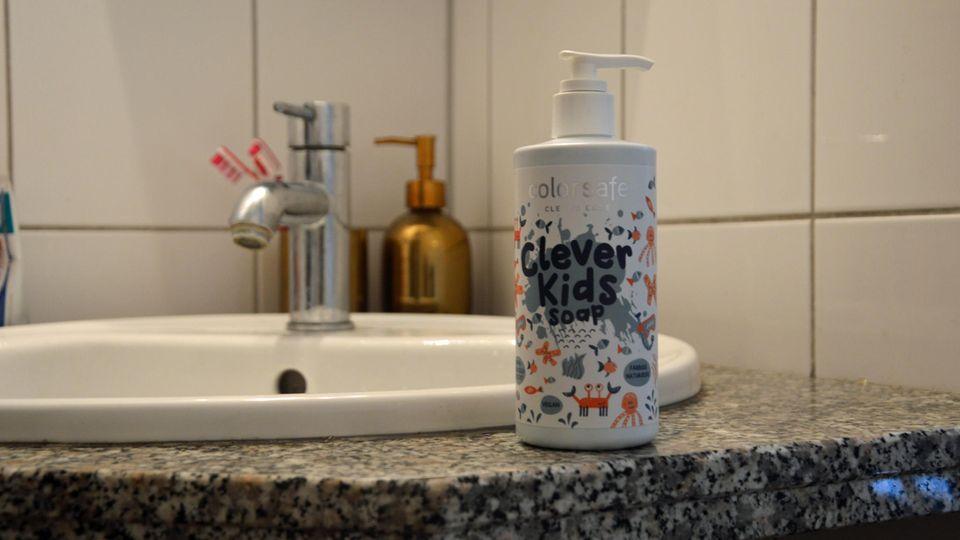 Colorsafe aus DHDL steht im Badezimmer