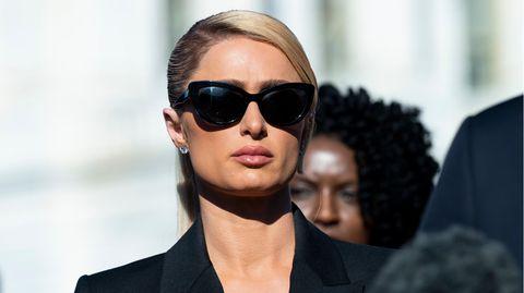 Paris Hiltonbei einer Pressekonferenz am 20. Oktober 2021