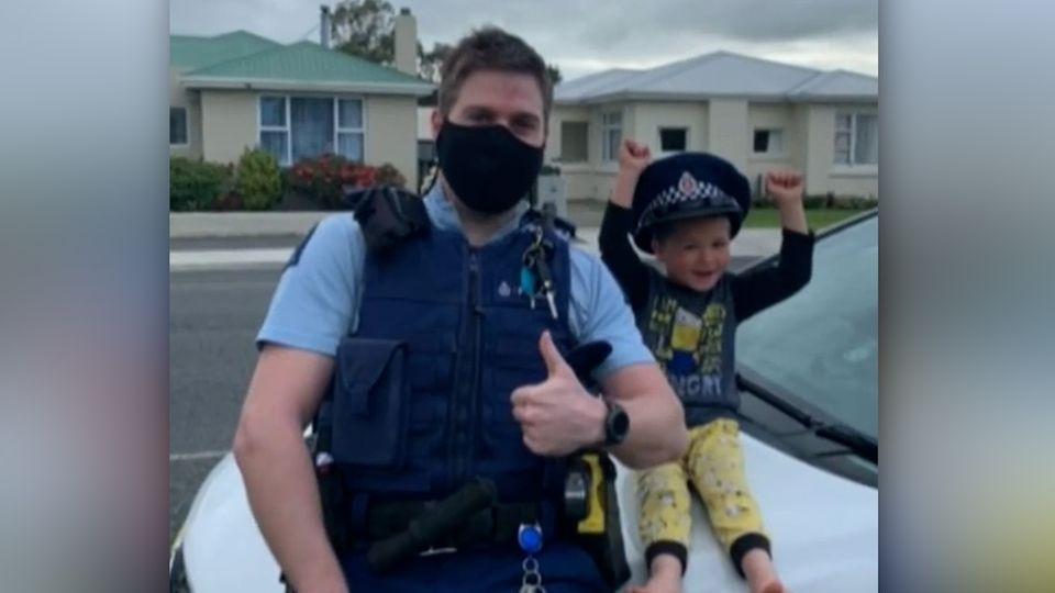 Vierjähriger ruft die Polizei, um Spielzeug zu zeigen – und die kommt wirklich