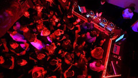 Symbolbild: Feiernde im Nachtclub
