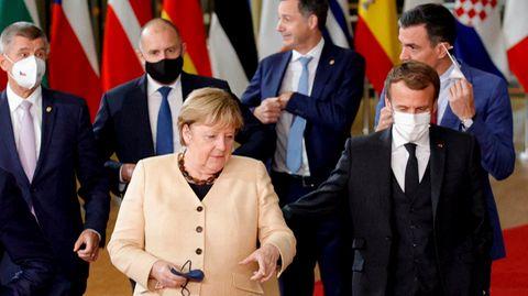 EU-Gipfel: Angela Merkelspricht mit Emmanuel Macron