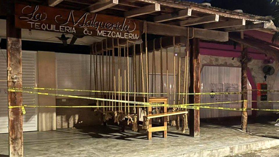 Der Tatort in Tulum in Mexiko: Die Bar La Malquerida ist nach der Schießereimit Absperrbändern abgeriegelt worden.