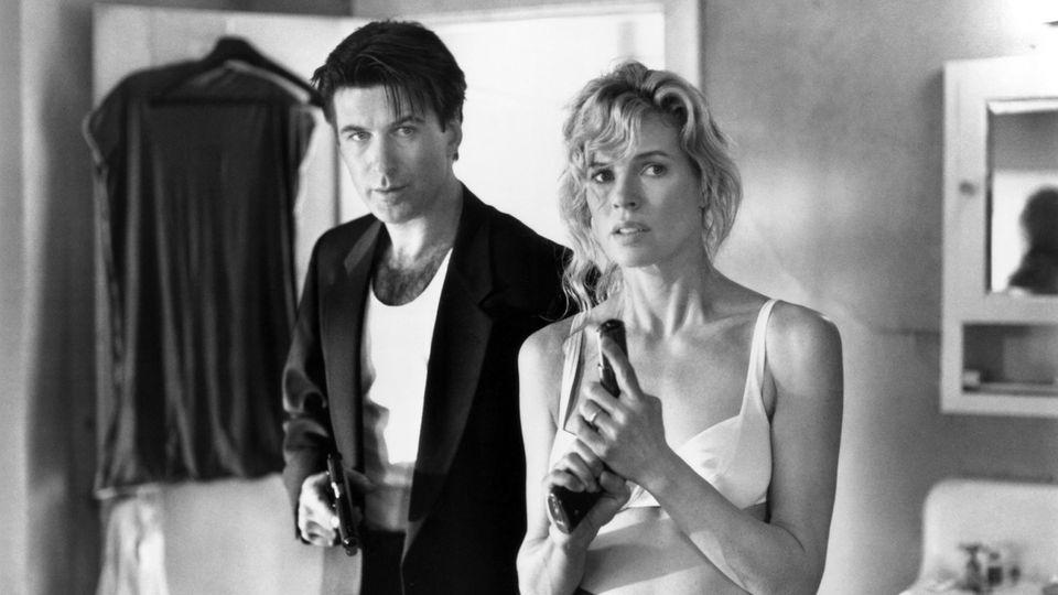 """In dem Remake des Filmklassikers """"The Getaway"""" standen die beiden 1994 erneut vor der Kamera. Ein Jahr später kam die gemeinsame Tochter Ireland zur Welt, die heute als erfolgreiches Model bekannt ist. 2002 ließen sich Baldwin und Basinger scheiden."""
