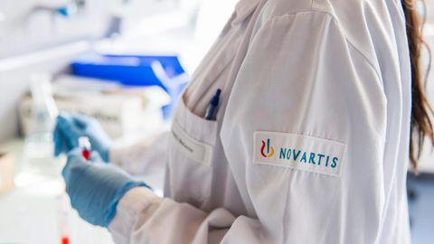 Labormitarbeiterin von Novartis