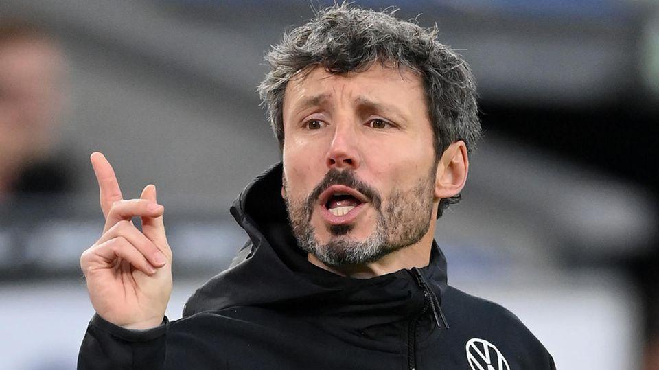Mark van Bommel muss beim VfL Wolfsburg bereits nachneun Spieltagendie Koffer packen