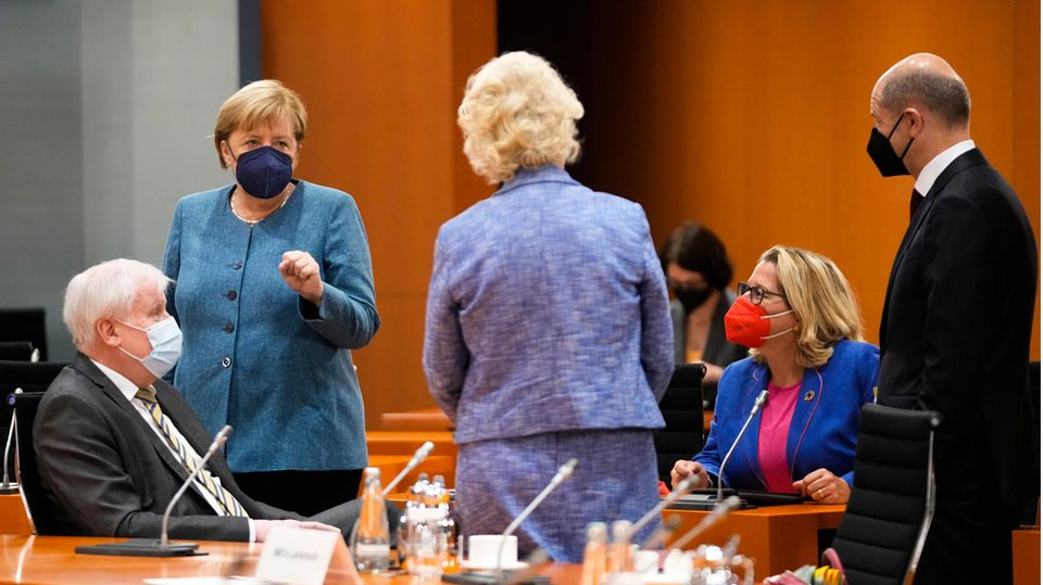Horst Seehofer (v.l.), Angela Merkel, Christine Lambrecht, Svenja Schulze bei der letzten Kabinettssitzung vor der Bundestagswahl.