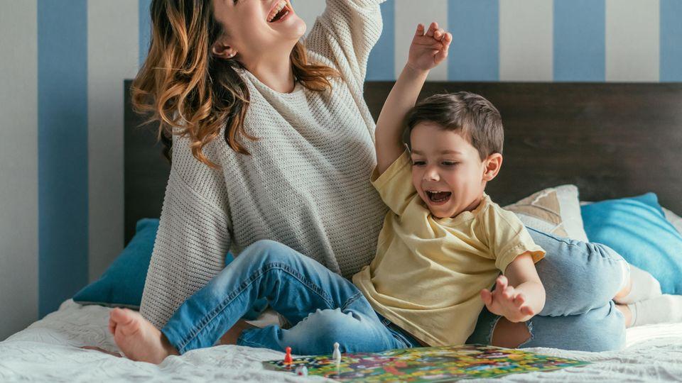 Kinderspiele ab drei Jahren machen nicht nur den Kleinen Freude, sondern auch den Großen