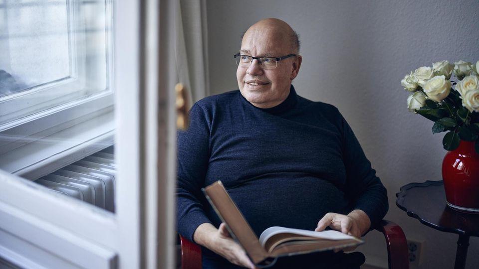 Nach 27 Jahren Bundestag wird Peter Altmaier, hier in seiner Berliner Wohnung, Privatier