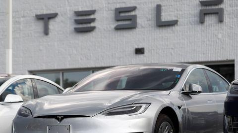 Weltweit fehlt es an Halbleitern, nur Tesla hat das Problem in den Griff bekommen.