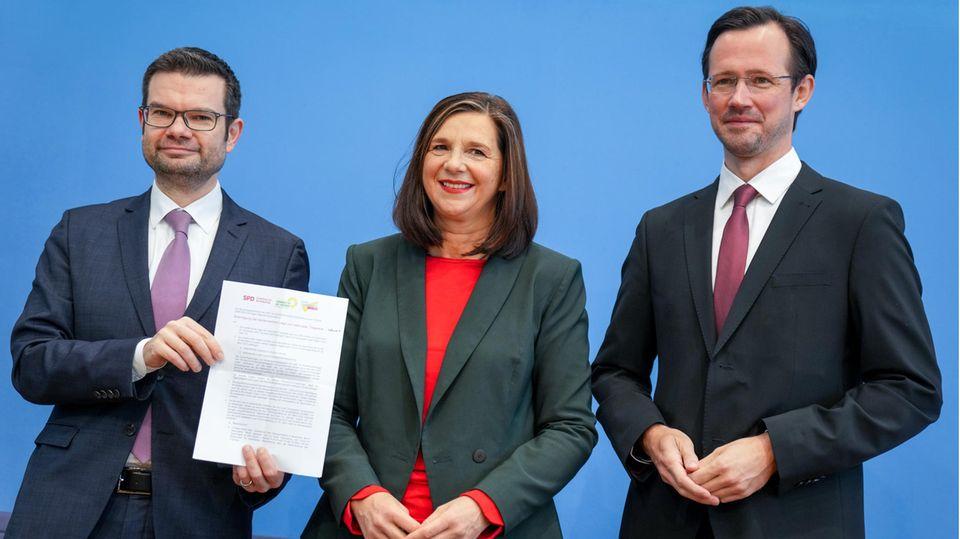 Karthin-Göring-Eckhardt (Grüne)mit Marco Buschmann (FDP, r.) und Dirk Wiese (SPD)