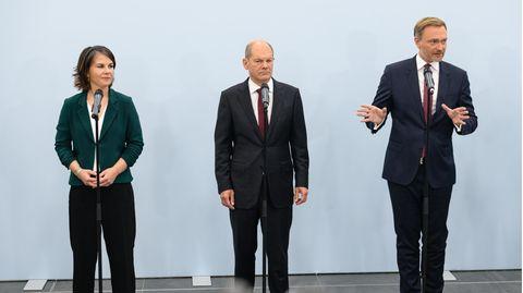 Von links: Grünen-Co-Vorsitzende Annalena Baerbock, SPD-Kanzlerkandidat Olaf Scholz und FDP-Chef Christian Lindner