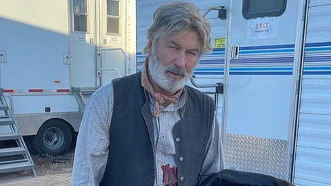 """AlecBaldwin am Filmset von """"Rust"""", bei dem die KamerafrauHalyna Hutchins versehentlicherschossen wurde"""