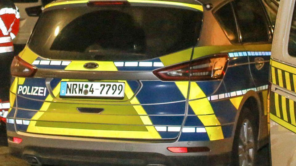 Polizeikräfte in NRW habenwegen Terrorverdachts die Wohnungen von fünf jungen Männern im Landkreis Düren durchsucht (Symbolbild)