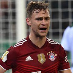 Joshua Kimmich leidet während des 0-5 in Mönchengladbach