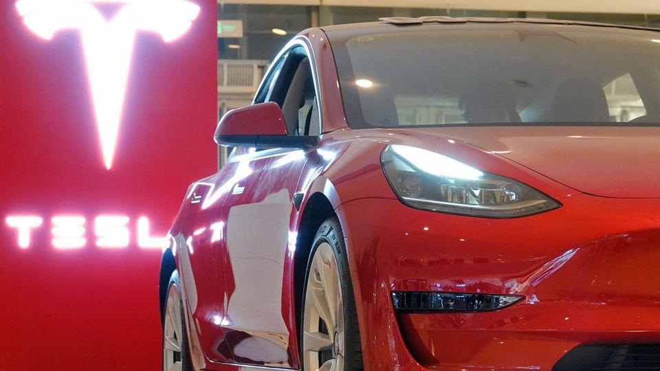 Tesla-Autos sollen bald mit einer deutlich stärkeren Batterie auf den Markt kommen(Symbolfoto)