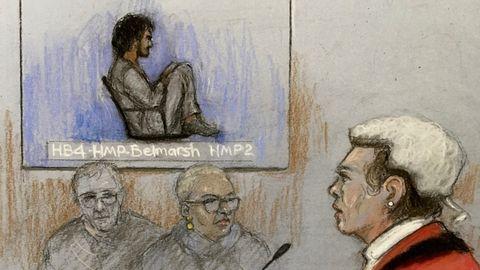 Die Gerichtszeichnung zeigt den verurteilten Mörder während der Urteilsverkündung
