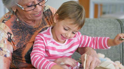 Laut Otto Wolf, dem Vorsitzenden der Senioren-Union, sollen RentnerInnen in Kitas die angespannte Betreuungssituation entzerren