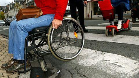 Hilfe wird bezahlt: Rollstuhlfahrer, die Hartz IV beziehen, profitieren von dem Karlsruher Urteil