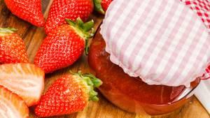 Erdbeerkonfitüre gehört für viele Deutsche zum Frühstück einfach dazu