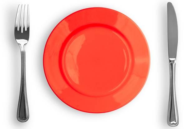 Farblehre der Oxford-Wissenschaftler: Wer weniger essen will, sollte einen roten Teller wählen.