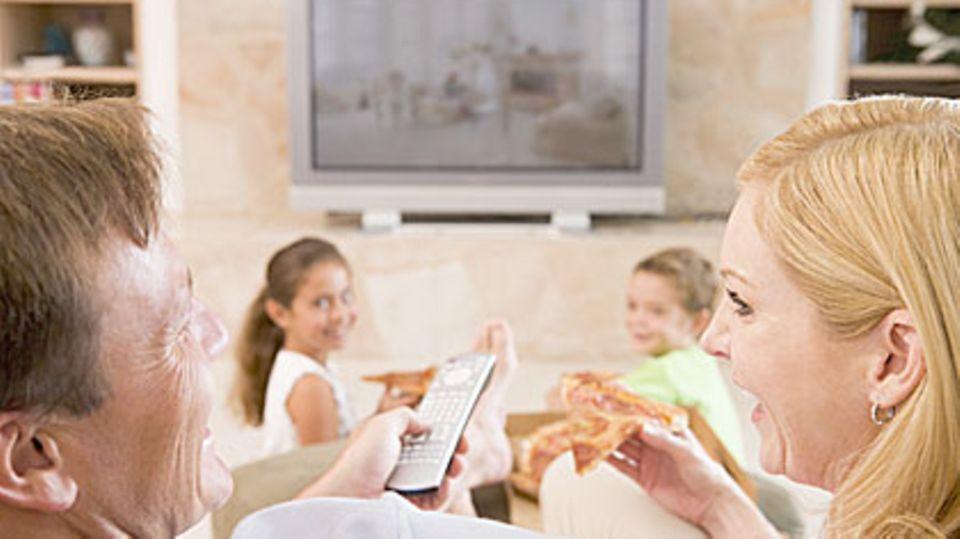 Mit Smart TV können Zuschauer fernsehen und zugleich das Gesehene im sozialen Netzwerk teilen