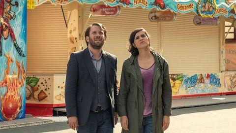 Lessing (Christian Ulmen) und Kira Dorn (Nora Tschirner) ermitteln auch auf einem Rummelplatz