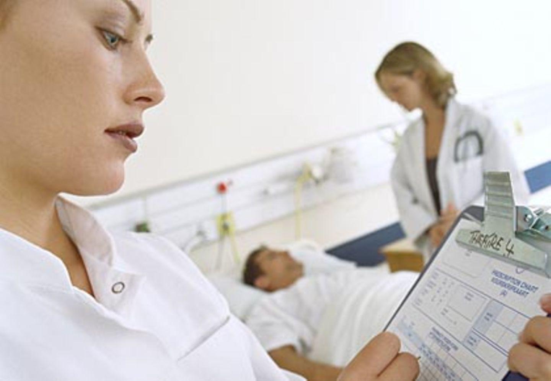 Von Zahnersatz über Selbstbehalttarife bis hin zu einer bevorzugten Behandlung im Krankenhaus: Viele Krankenkassen bitten gut ein Dutzend verschiedener Wahltarife an