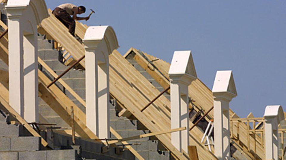 Der Hausbau will gut geplant sein, vor allem die Wahl des Bauträgers ist wichtig