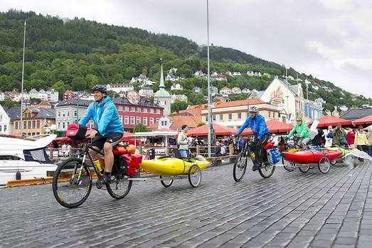 Zu den höchsten und gefährlichsten Stromschnellen Norwegens wollten sie: Per Rad haben Olaf Obsommer, Philip Baues und Lukas Wielatt ihre Kajaks dorthin gebracht. Die spektakulären Fotos ihres Trips.