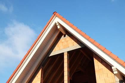 Das Haus ist halbfertig und der Bauträger pleite: Eine Insolvenz ist das größte Risiko beim Hausbau. Angehende Eigentümer sollten daher im Vorfeld gut recherchieren